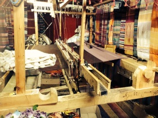 A loom for making blankets