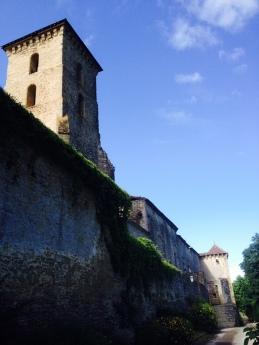 Wandering through a small village, Camon